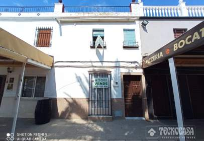 Casa pareada en Avenida Doctor Espinosa