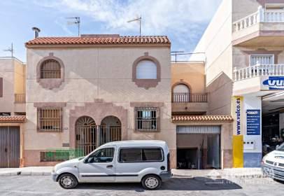 Casa adosada en Santa María del Águila