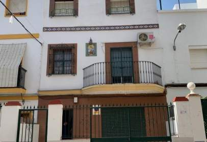 Terraced house in León XIII-Cruz Roja