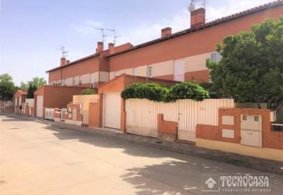 Casa adosada en calle de Ramón de García Sol