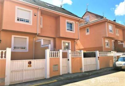 Casa adosada en calle Atenas