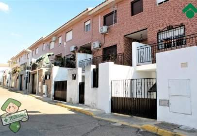 Casa adosada en calle El Tejar