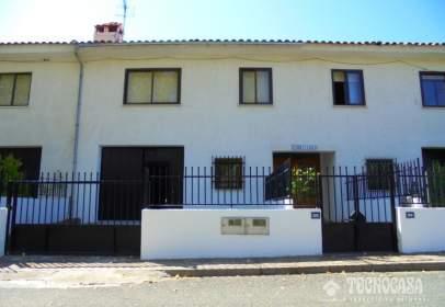 Casa adossada a calle La Umbria