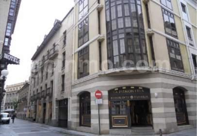 Pis a calle Santa María