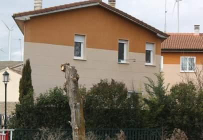 Casa adosada en calle Villanueva  en  Arroyal, nº 1