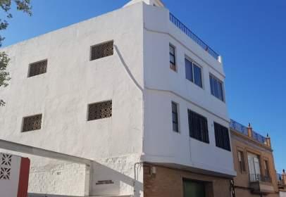 Edificio en calle Camino del Solis