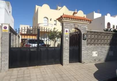 Casa adossada a calle Masca