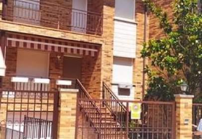 Casa adossada a calle Roble Centenario, 12