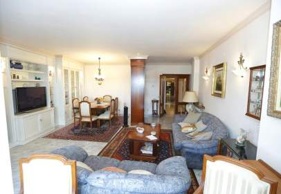 Flat in calle Miguel Figueres