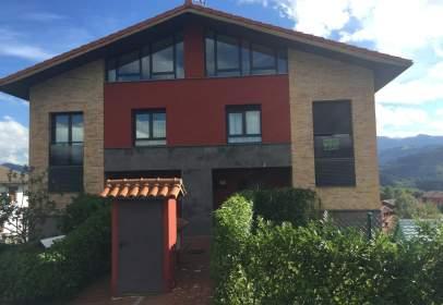 Casa pareada en calle Gabiriagunea