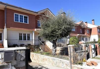 Casa aparellada a Urbanización Monte Leon