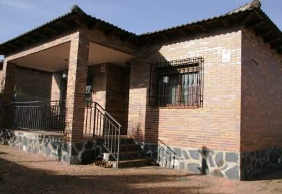 Chalet en Chalet Independiente Para Entrar A Vivir y Con Piscina en Urbanización de El Casar de Escalona