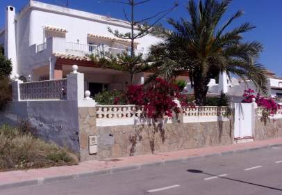 Casa aparellada a calle Las Gaviotas , nº 1