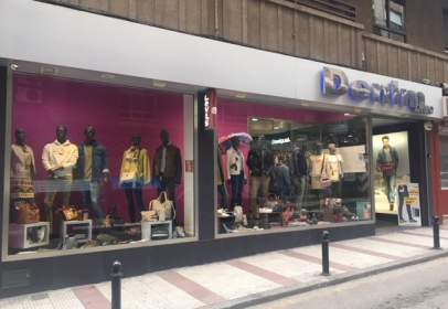 Local comercial en calle Pablo Neruda, nº 3