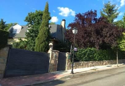 Casa unifamiliar en calle Señorio de La Sierra, nº 16