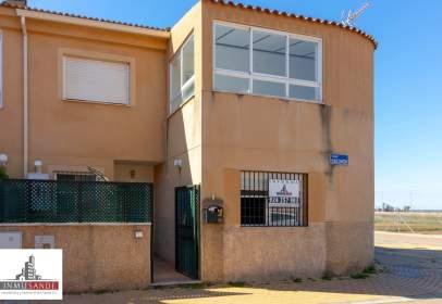 Casa adosada en calle Dulce Chacon