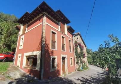 Casa adosada en calle Caserio Rieña