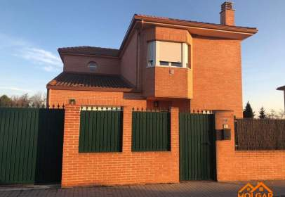 Chalet in calle Acebo