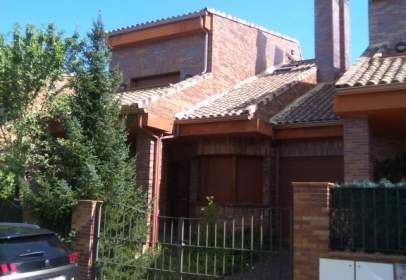 Casa adosada en Fuente Berrocal-La Overuela