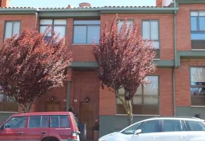 Casa adosada en calle Las Casas  en  Soria, nº 50