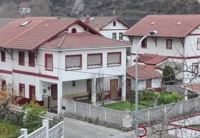 Casa adossada a calle Aldea Bustiello, nº 43