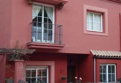 Casa adosada en calle La Villa