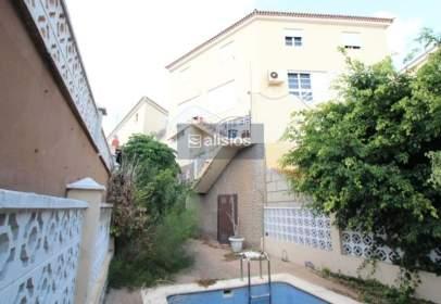 Casa adosada en calle del Cabildo, nº 43