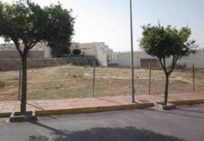 Terreno en calle de Juan Cuadrado