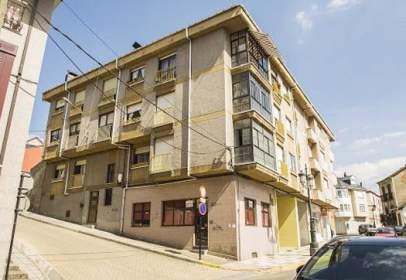 Flat in calle de Gil y Carrasco, nº 2