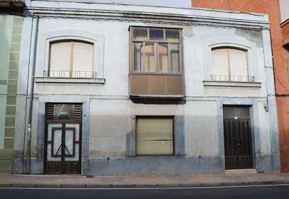 Casa en Avenida de Orbigo, cerca de Calle de Mananas