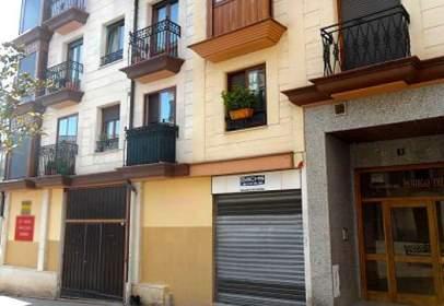 Local comercial en Plaza Santa Casilda