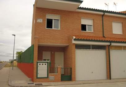 Casa adossada a calle San Isidro