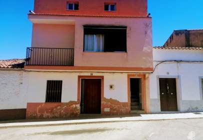 Casa adosada en Oliva de Mérida