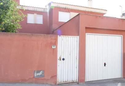 Casa adossada a calle Diputacion, nº 18
