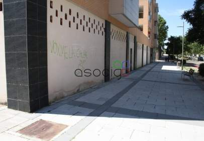 Local comercial en Valdeluz