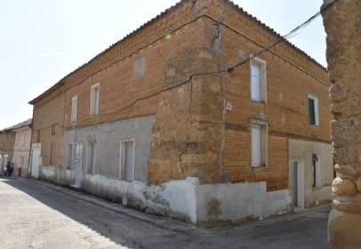 Casa adosada en calle Cuatro Canos