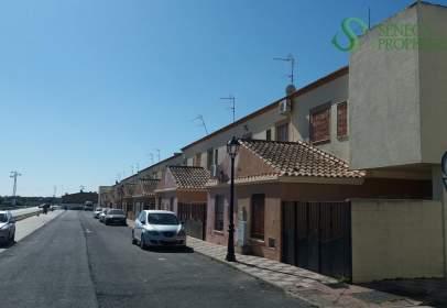 Casa adosada en Villamanrique de La Condesa