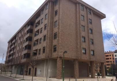 Local comercial a Universidad-Las Huelgas