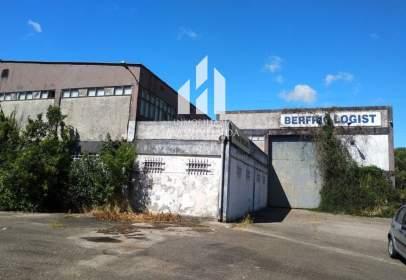 Industrial building in calle de los Valos
