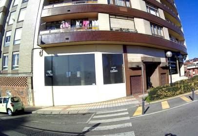 Commercial space in calle de Santa Teresa, near Calle de Mateo Escagedo