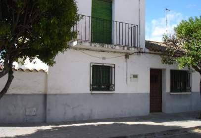 Casa pareada en calle Central