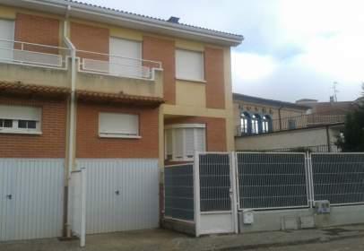 Casa adossada a calle Bengoa