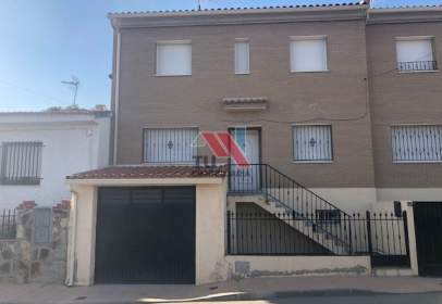 Casa adossada a Avenida Cañuelos, nº 75