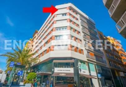 Flat in Avenida de Alfonso X El Sabio, nº 18
