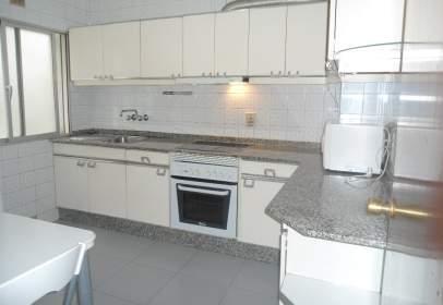 Flat in calle Mariscal Pardo de Cela, nº 10