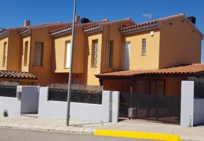 Casa aparellada a calle Villarreal, nº 32