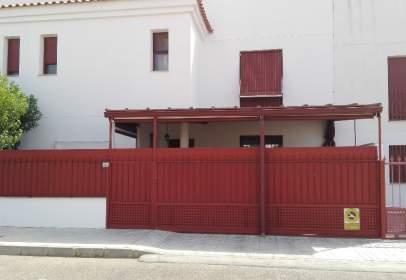 Casa adosada en calle Monforte, nº 12