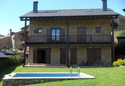 Casa pareada en calle Esglèsia D'olopte, nº 19