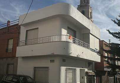 Casa adossada a Plaza de la Iglesia, nº Tres