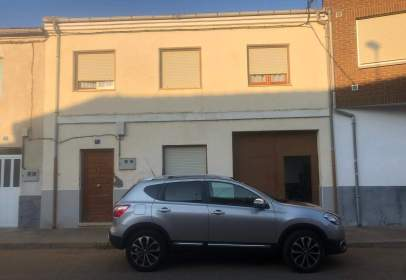 Casa adosada en calle de la Carrera, nº 12